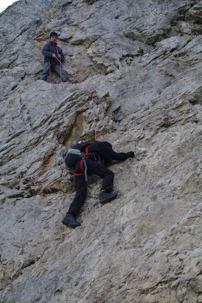 Camille et Jacques escaladant Le Passet