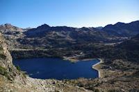 Le Lac d'Aubert bleu, derriere le Lac d'Aumar vert