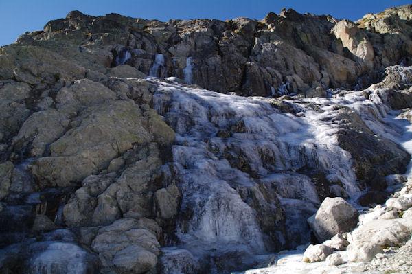 Cascade de glace sous les pentes des crêtes de Barris d_Aubert