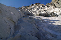 La voie permettant d'eviter la glace vive du Glacier de Neouvielle