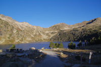 Le Lac d'Aubert, au fond la Hourquette d'Aubert