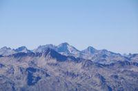 Au premier plan, le Pic d'Ardiden, derriere, les pIcs de la Frondella et le Balaitous puis le Pic Palas