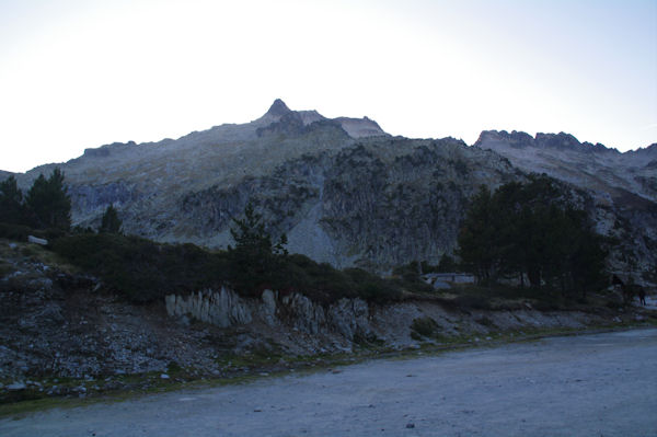 Le Pic de Néouvielle depuis le parking du Lac d_Aubert