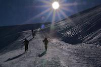Randonneurs montant au Col de Moulata