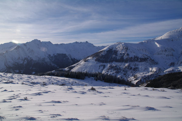 A gauche, le Pic du Midi d_Arens, à droite la Pointe de Surgatte