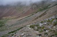 Le sentier bien trace au dessus de la vallee du rio Ara