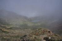 Le Lac d'Arratille emerge de la brume
