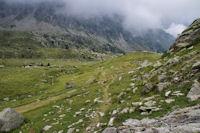 Le sentier en arrivant dans le vallon inferieur du Gave d'Arratille