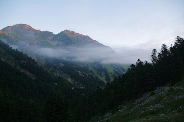 La vallée du gave d_Arrensau dessus de la Porte du Parc National