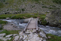La passerelle permettant de passer rive gauche du Gave d'Arrens