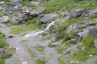 Le sentier de la montee au refuge Ledormeur completement innonde