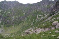 Le sentier montant au Port de la Peyre Saint Martin sous la crete du Mont Maou