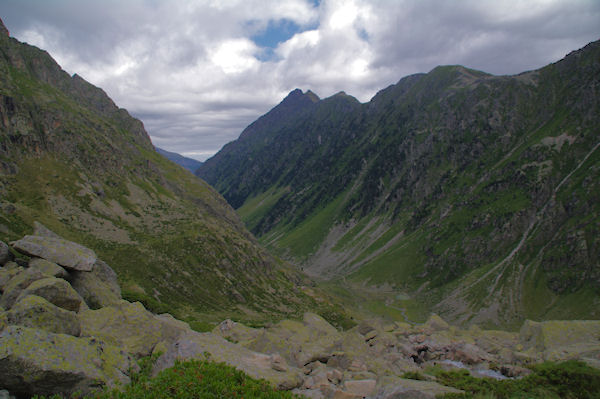 La vallée du Gave d_Arrens depuis le déversoir de la Pacca