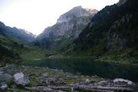 Le Lac de Suyen, au fond de la vallee, le Port de la Peyre Saint Martin