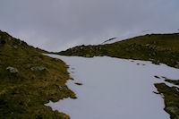 Quelques restants de neige sous les pentes du Soum de Laya