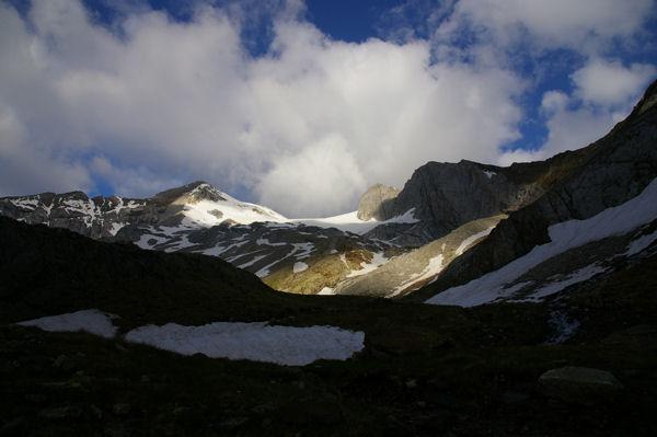 Montferrat, Glacier d&#39Ossoue, Pointe Chaussenque et Petit Vignemale dans les premiers rayons du soleil