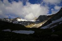 Montferrat, Glacier d'Ossoue, Pointe Chaussenque et Petit Vignemale dans les premiers rayons du soleil