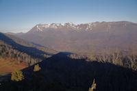 Le Soum de Granquet, Soum de las Escures, le Soum de Conques, le Soum d'Andorre et le Soum du Prat du Rey au dessus de la vallee du Bergons, L'ombre portee du Pic de Peyre