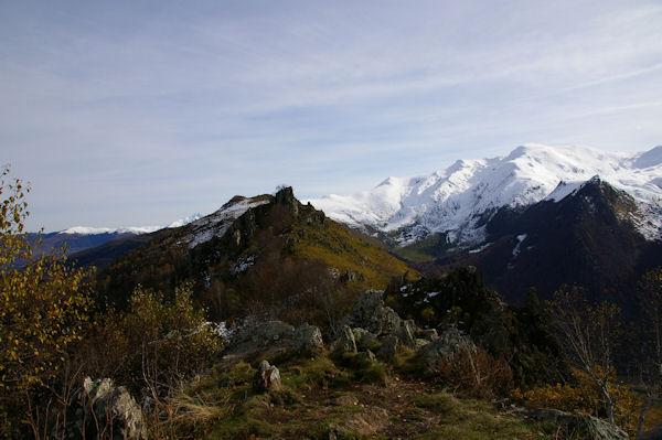 Le Pic Arrouy depuis le Pic de Pan, au fond, le Cabaliros enneigé