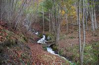 Un petit pont sur un ruisseau descendant du Pic du Midi d&#39Arrens