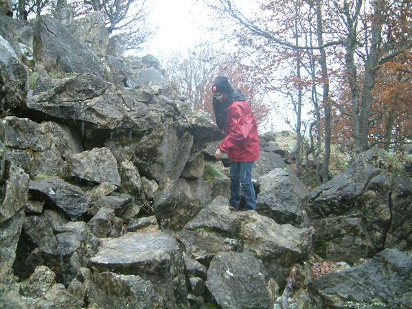 Camille dans la montée au Pic de Bazes