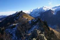 La crete dentelee Est du Pic de Pan jusqu&#39au Pic Arrouy, au fond, le Pic du Cabaliros enneige