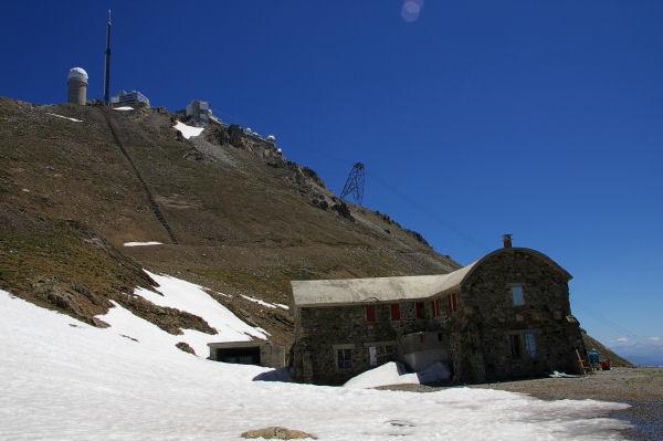 L'hôtellerie des Laquets et le Pic du Midi de Bigorre