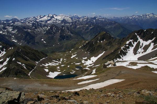 Le Lac d&#39Oncet se fait plus petit et les 3000 pyrénéens se montrent