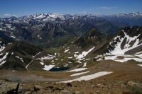 Le Lac d'Oncet se fait plus petit et les 3000 pyreneens se montrent