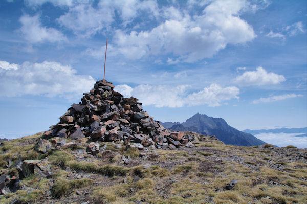 Le sommet du Pichaley, l_Arbizon à droite du cairn