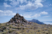 Le sommet du Pichaley, l'Arbizon a droite du cairn