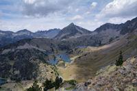 Les Lacs de Bastant domines par le Pic de Bastan et le Pic de Portarras