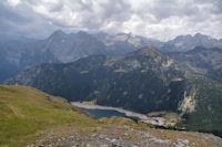 Le Lac de l'Oule domine par le Soum de Monpelat