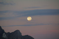 Coucher de lune au dessus du Col de Boucharo depuis le refuge des Espuguettes