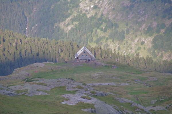 Le refuge des Espuguettes depuis le plateau des Cardous