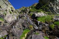 Le ruisseau qui descend du Pic des Monges