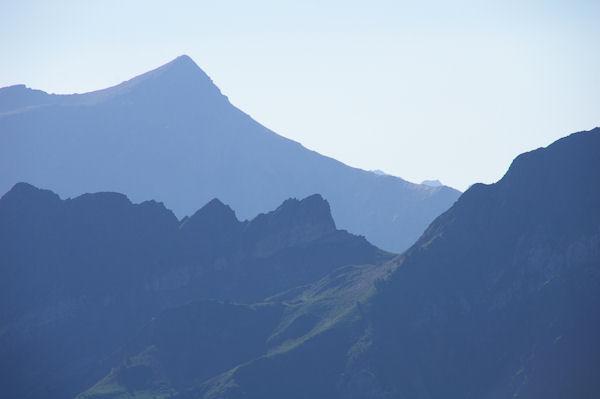 Le Col de Paloumère et le joli galbe du Soum de Grum au fond