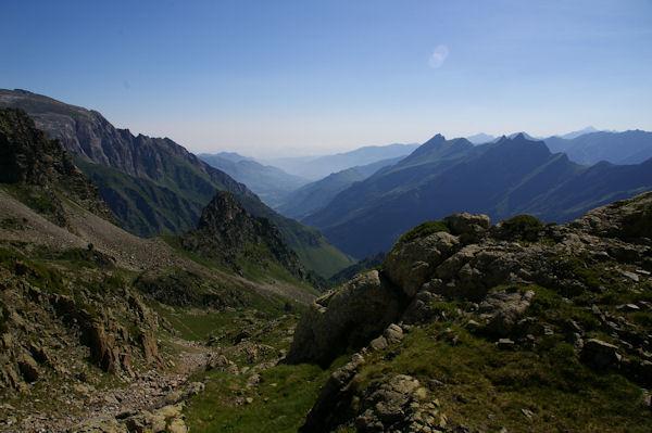 Le vallon du ruisseau de la Lie, au fond, le Pic de Sarret et pe Pic du Midi d_Arrens