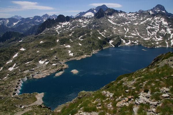 Le Lac de Migouelou, au centre au fond, le Balaïtous, à droite, le Pic Palas
