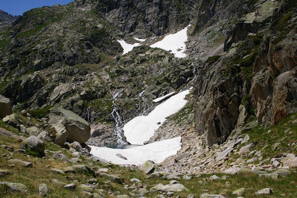 Une petite cascade qui se jette dans le Lac de Migouelou