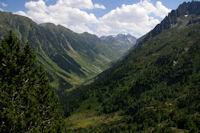 La vallee du Gave d'Arrens, le lac de Suyen et au fond, le Pic de Cambales