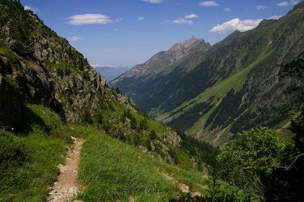 La vallée du Gave d_Arrens, au fond, le Pic de Sarret