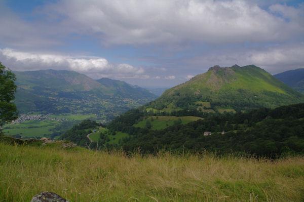 La vallée du Gave d_Arrens, au fond, le Pic de Pan et le Pic Arrouy