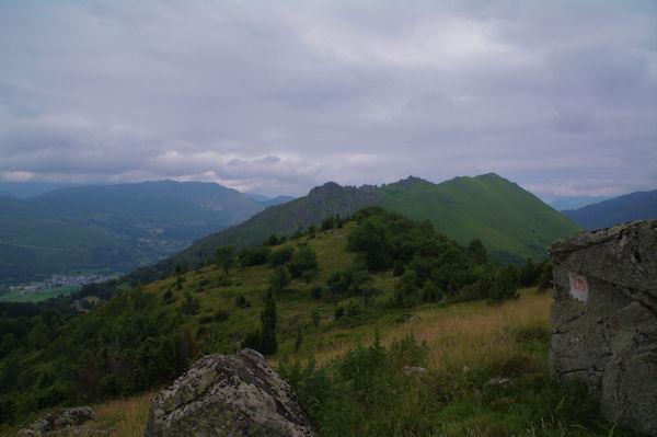 Droit devant, le Cap du Soc, derrière, le Pic de Pan et le Pic Arrouy