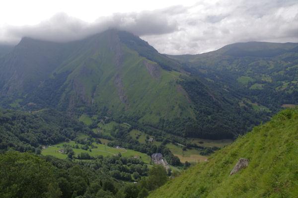 La vallée du Gave d_Arrens depuis les pentes Sud du Pic de Predouset