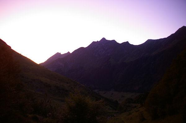 La crête entre le Pic du Midi d_Arrens et le Monesté au petit jour