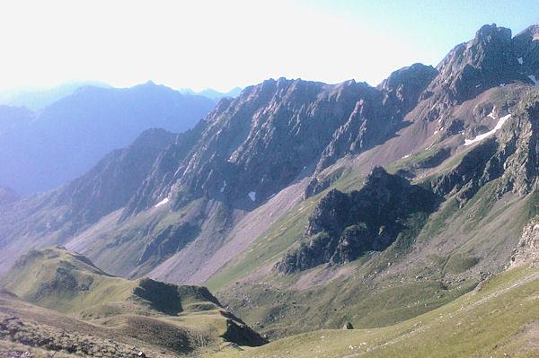 Le grand Arroubert depuis le Col d_Uzious, au fond, le Pic de l_Arcoeche et le Soum de Bassia de Hoo