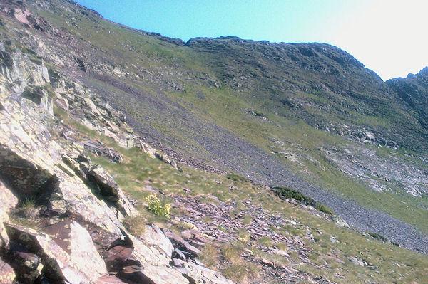 Au dessus de Couyéou Mayou en remontant vers la crête du Sanctus