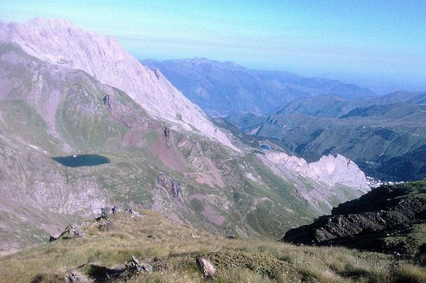 Le Lac d_Anglas, en arrière plan, le Pic de Ger
