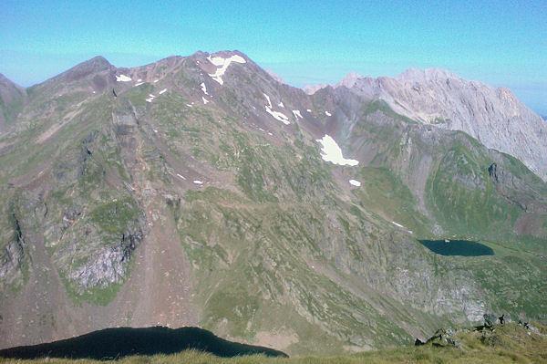 Le Lac d_Uzious dominé par le Pic d_Amoulat
